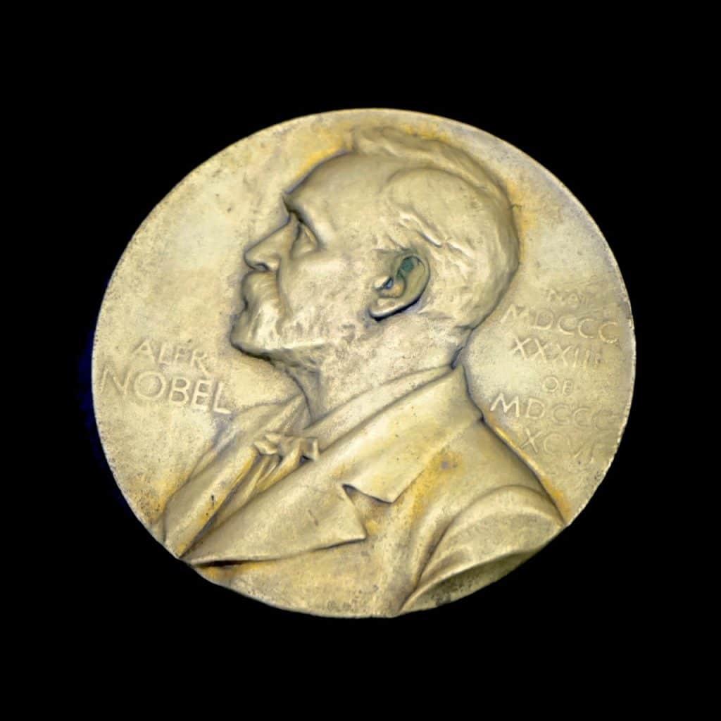 Goldene Medaille mit einer Abbildung des Gesichts von Alfred Nobel