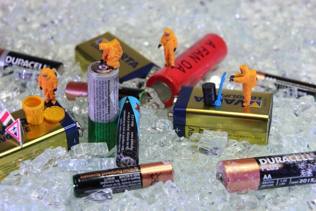 Gefährliche Entsorgung von Batterien und Akkus