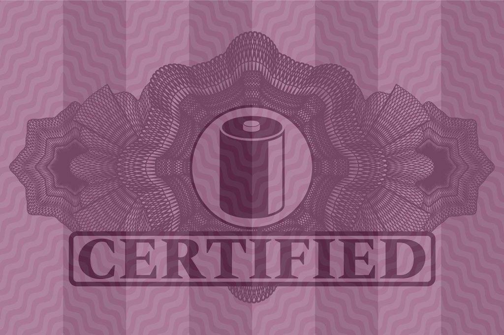 """Emblem mit einer Batterie und dem Schriftzug """"Certified"""" vor einem lila Hintergrund"""